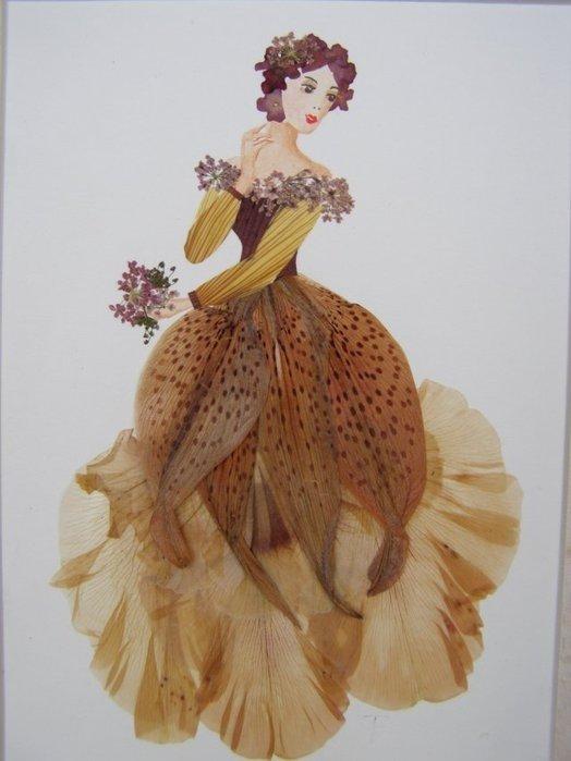 Картина из сухих цветов и листьев