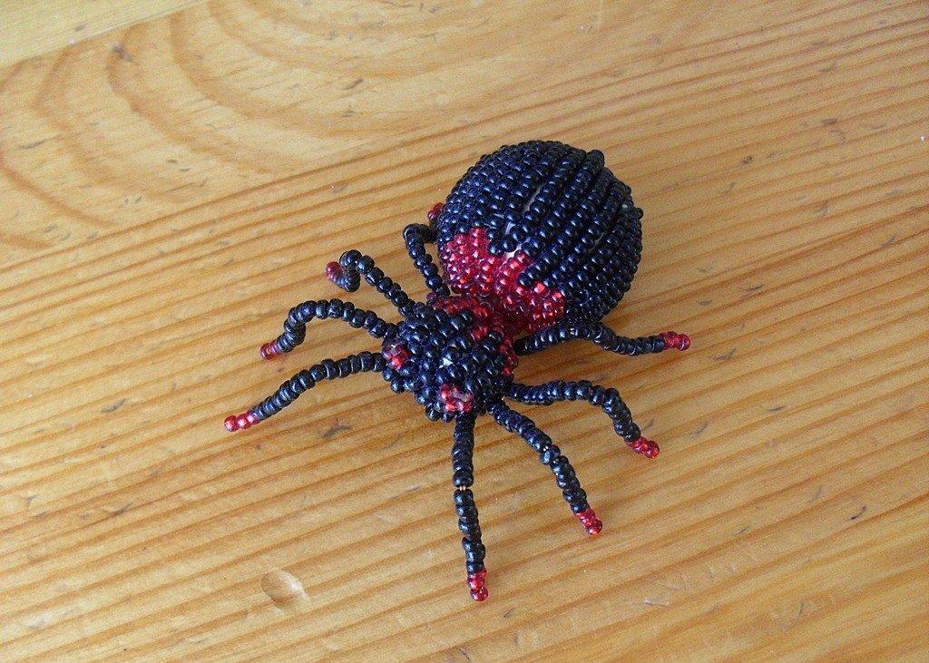 Сделать паука из бисера своими руками 1044