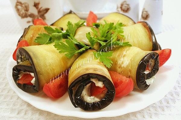 Рулетики из баклажанов с сыром и помидорами рецепт пошаговый