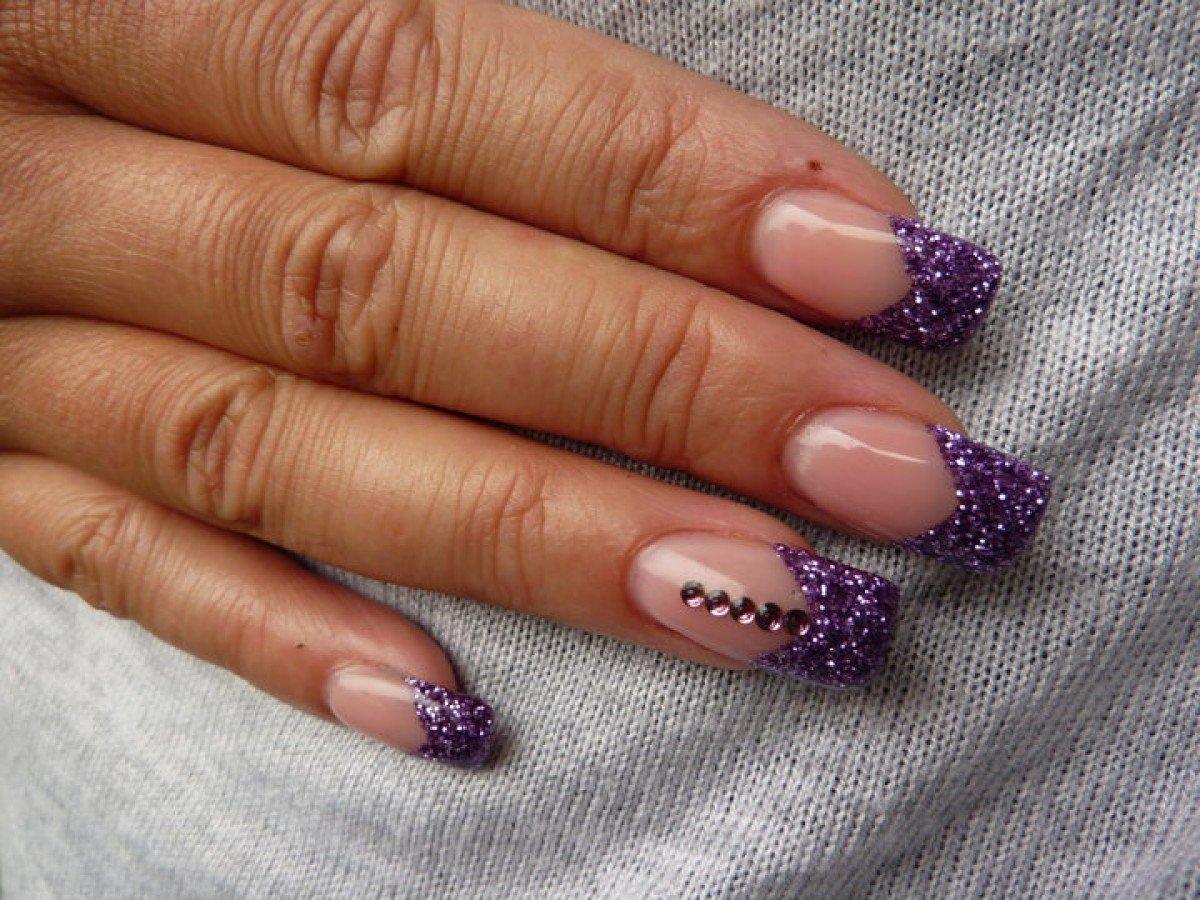 Блестящий френч на ногтях