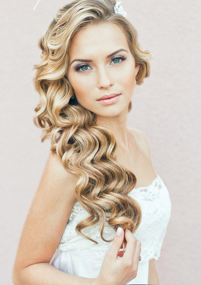 Прическа кудри на один бок короткие волосы