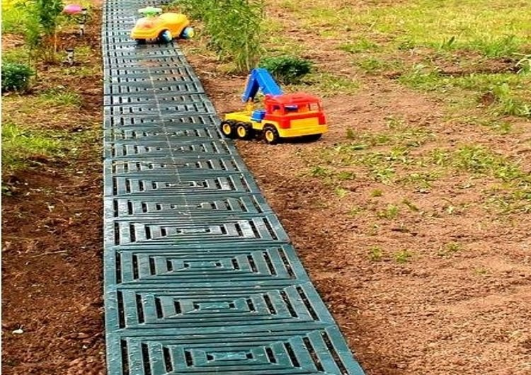 Дорожки на даче из резиновой плитки