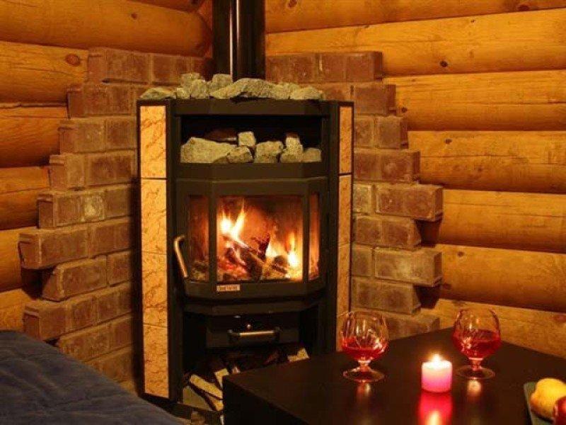 Печь камин в интерьере деревянного дома фото
