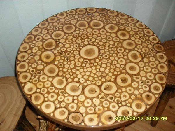 Столешница из деревянных спилов
