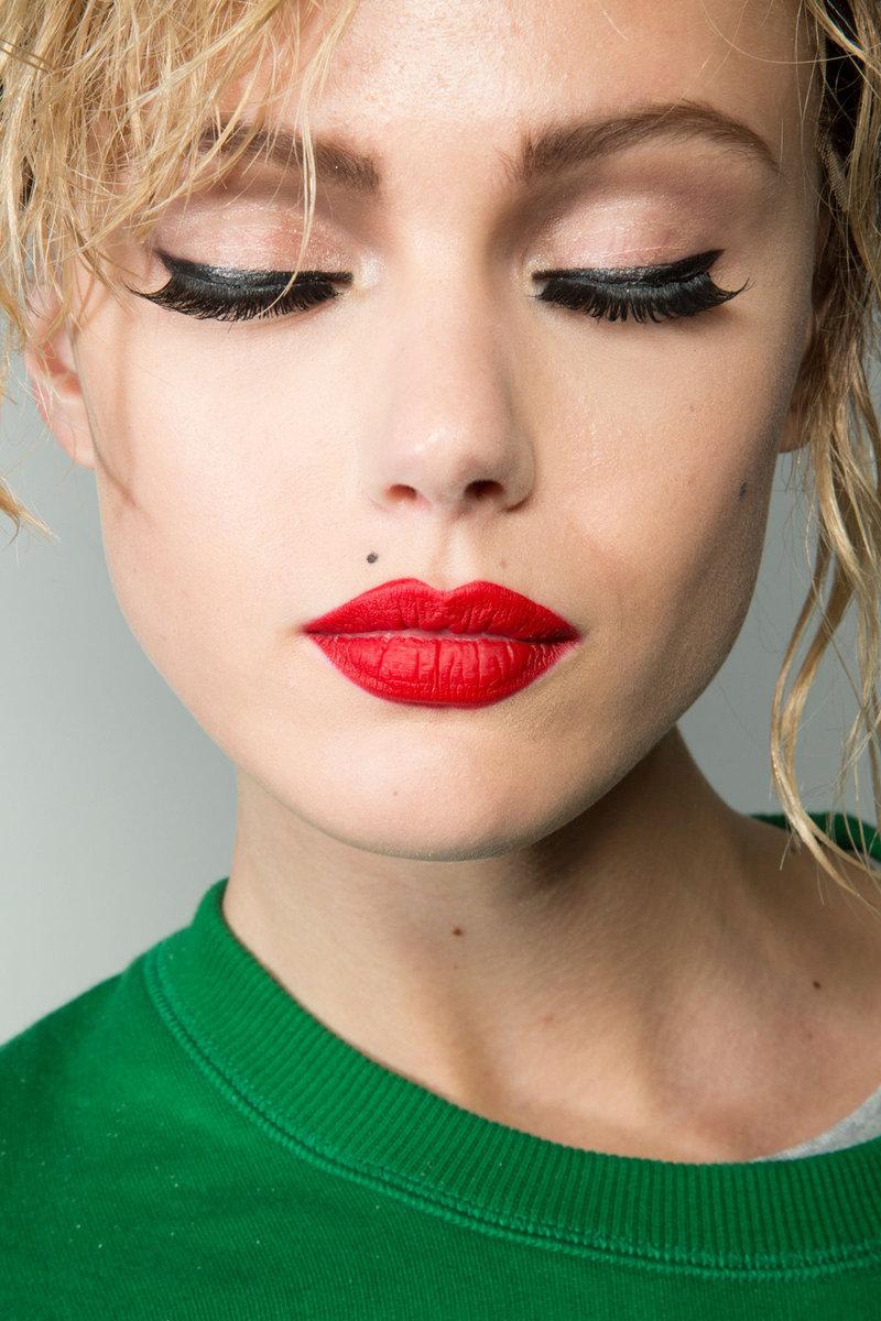 Макияж губ красный фото
