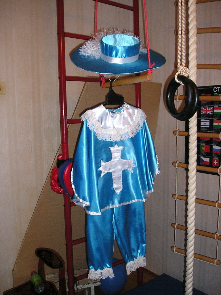 Новогодний костюм для мальчика сшит