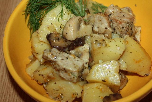 Тушеная картошка с мясом и грибами в кастрюле рецепт с фото пошагово