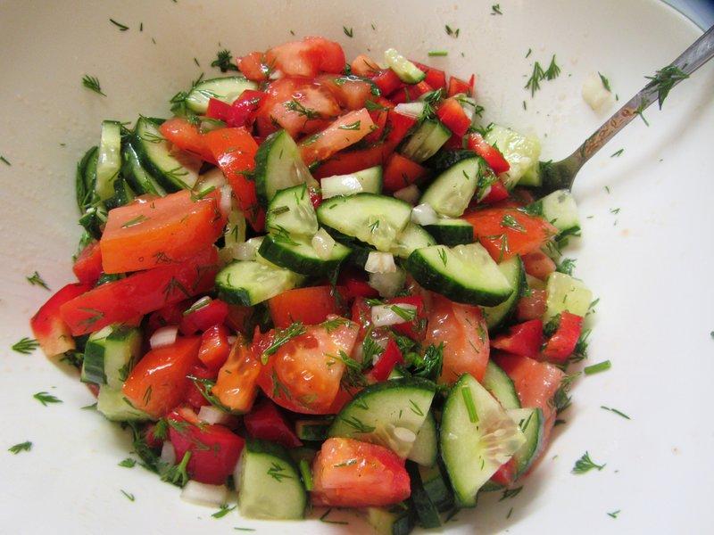 Приготовление салата из овощей