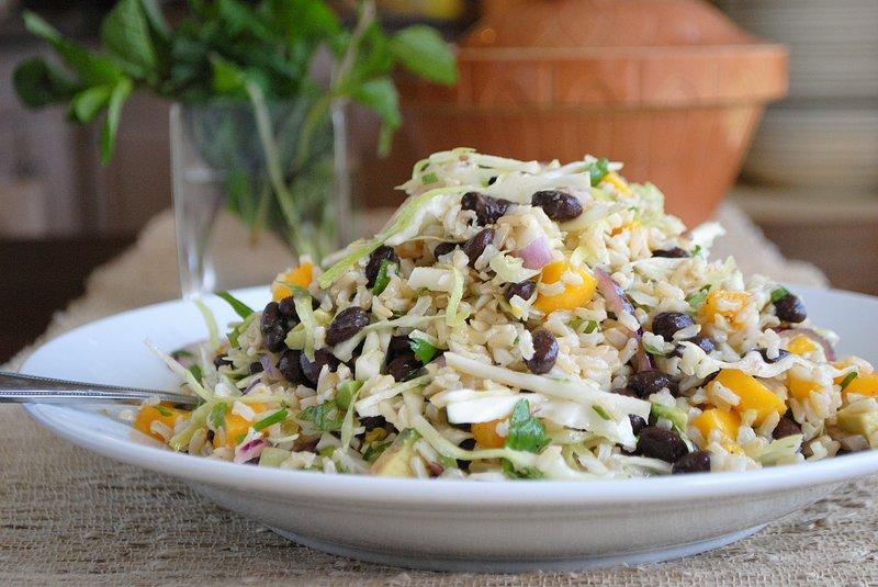 Салат из капусты и рисом на зиму