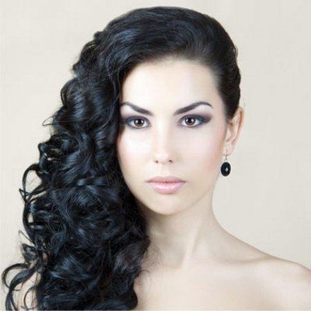 Прическа на средние волосы локоны на одну сторону
