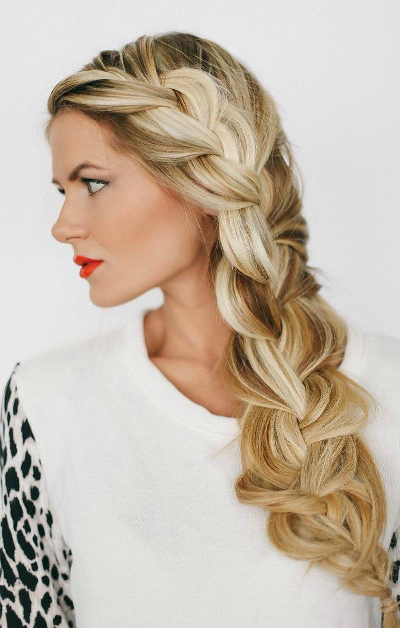 Причёска коса на бок на длинные волосы фото