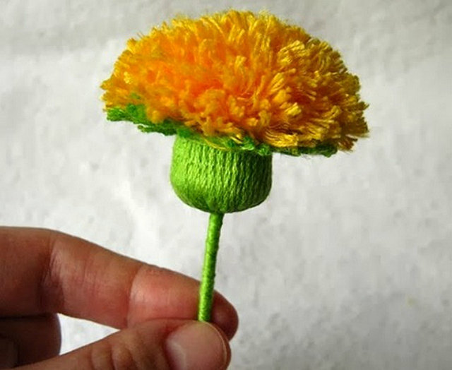 Как сделать из ниток цветок