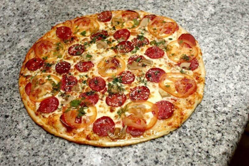 Рецепт пиццы с сыром и колбасой в духовке рецепт 12