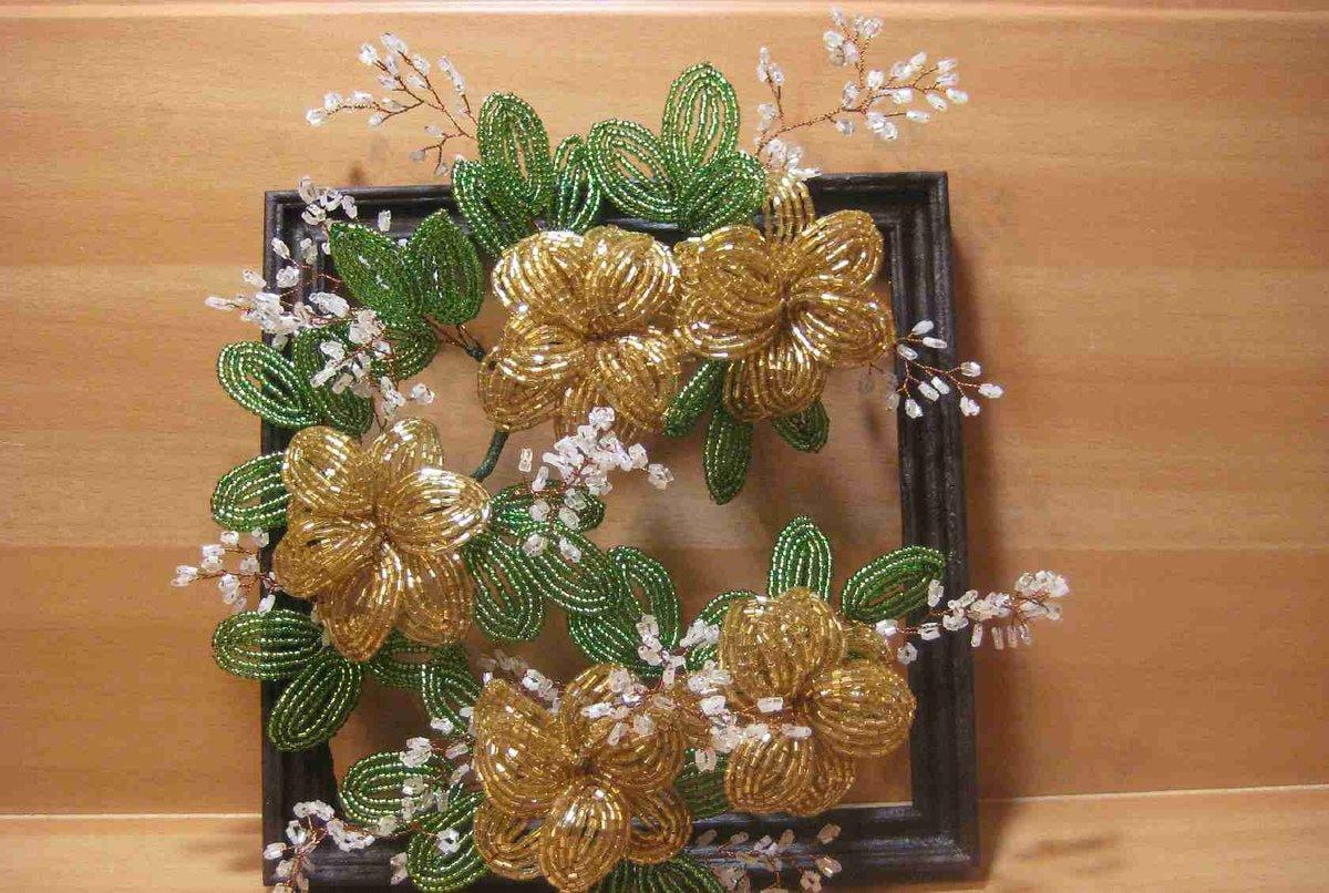 Панно и цветы из бисера фото