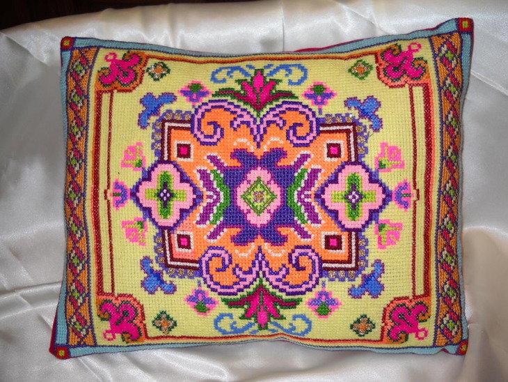 Вышивка болгарским крестом подушки 49