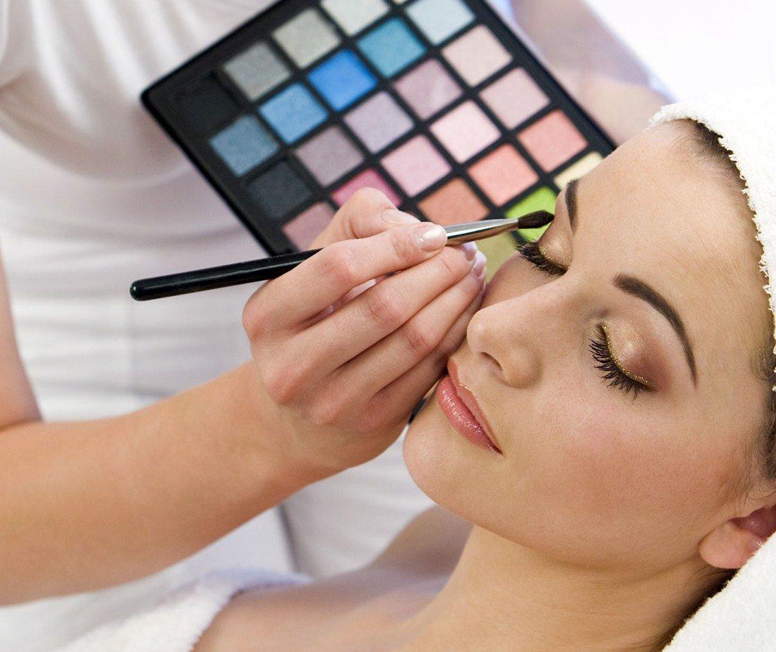 Наносить макияж английский