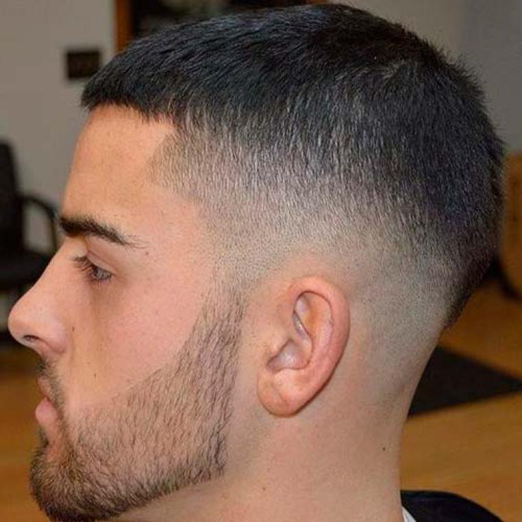 Короткая стрижка с выбритыми висками мужская
