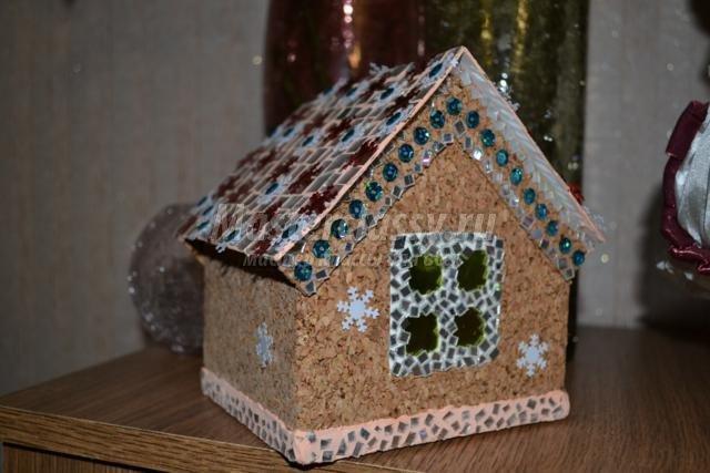 Новогодняя поделка домик из макарон