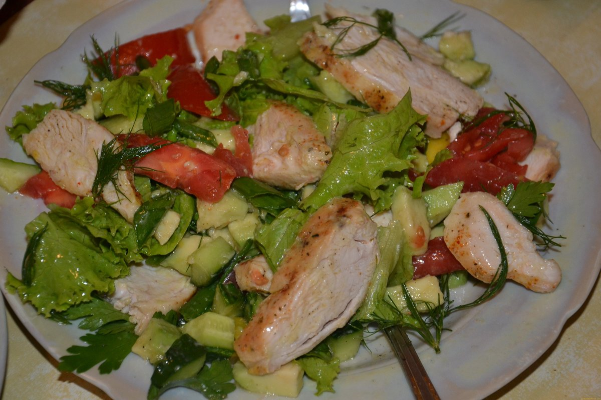 Салат на быструю руку с куриного филе
