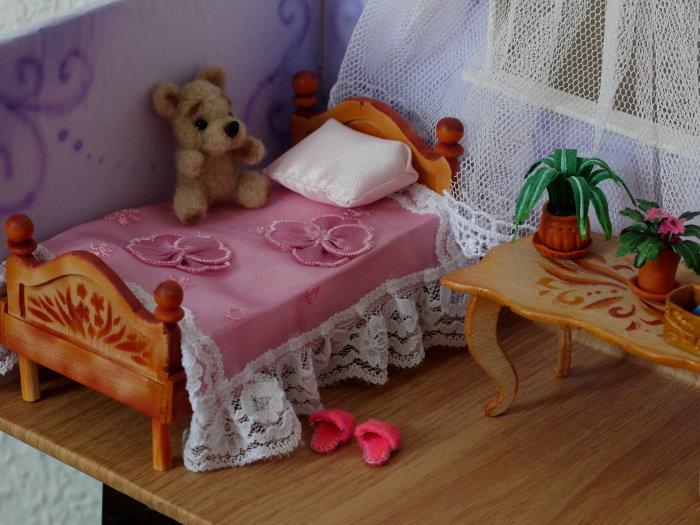 Как сделать кровать для кукольного домика 9
