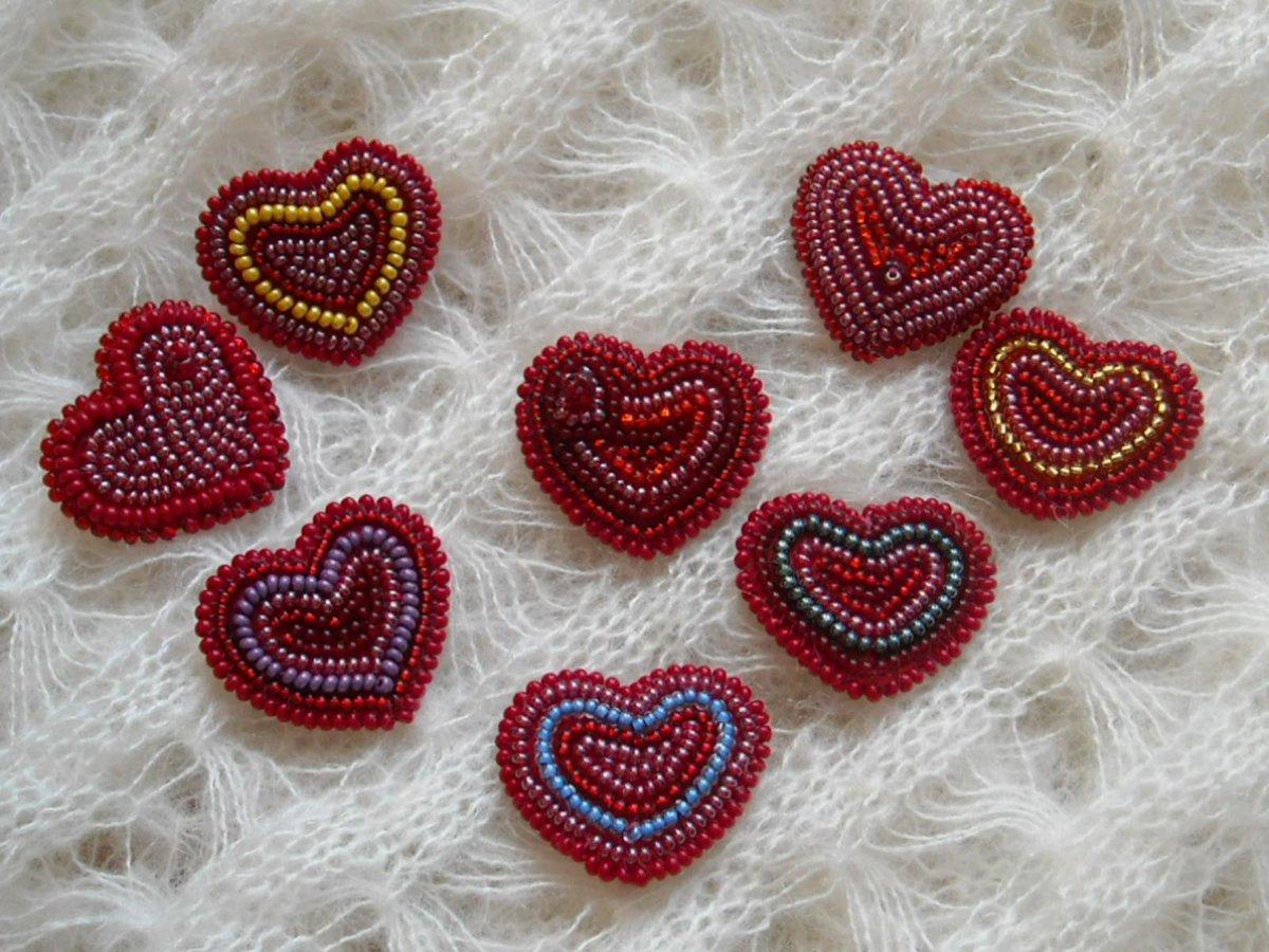 Сердце из бисера в пошаговых уроках (фото и видео)