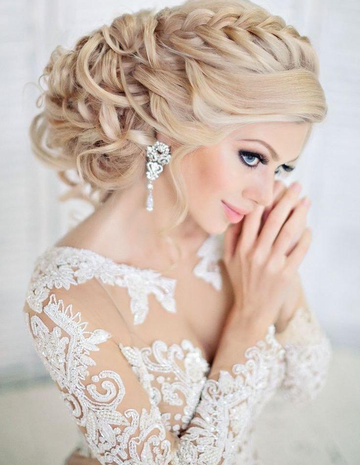 Стильная прическа на свадьбу