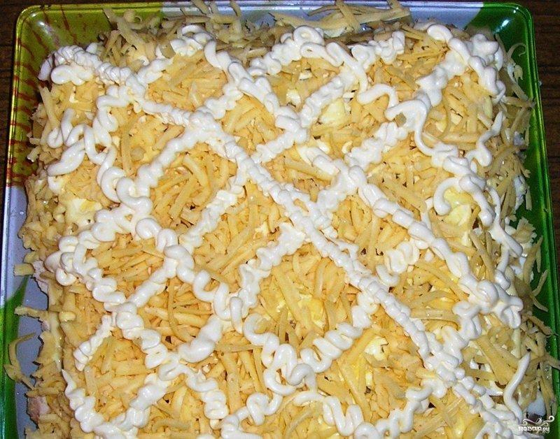 Слоеный куриный салат с ананасом
