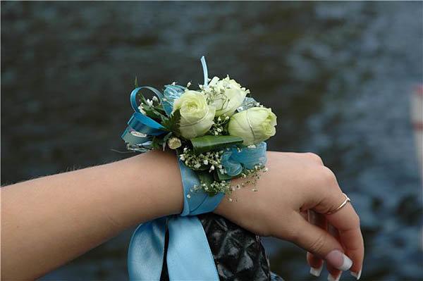 Букет на руку для подружек невесты своими руками 496