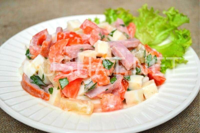 Салат с ананасом и сыромы с фото