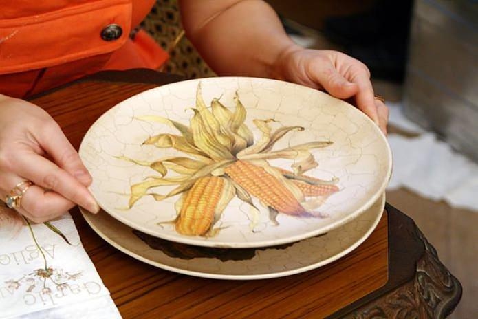 Как сделать декупаж тарелке