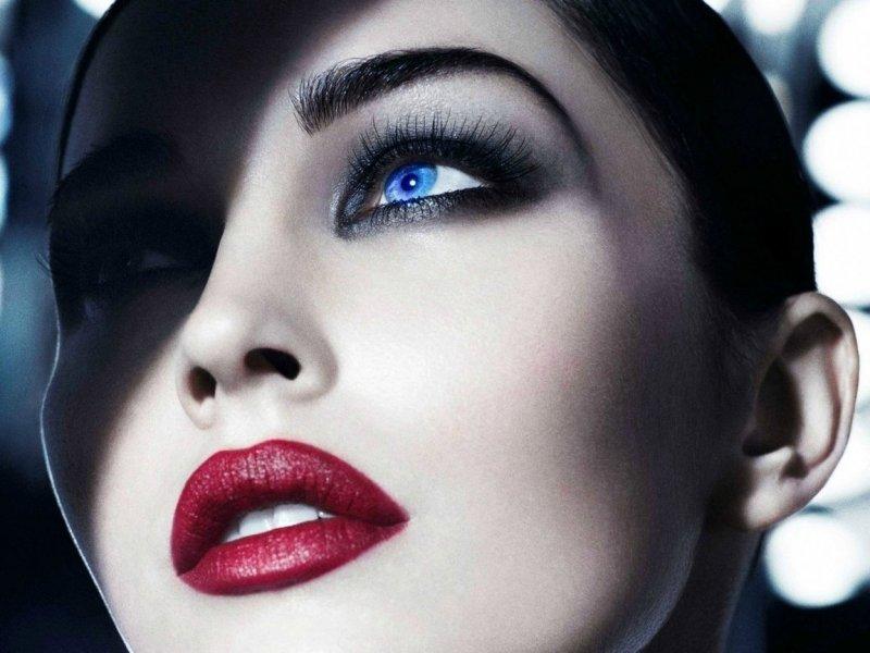 Смотреть с красивым макияжем