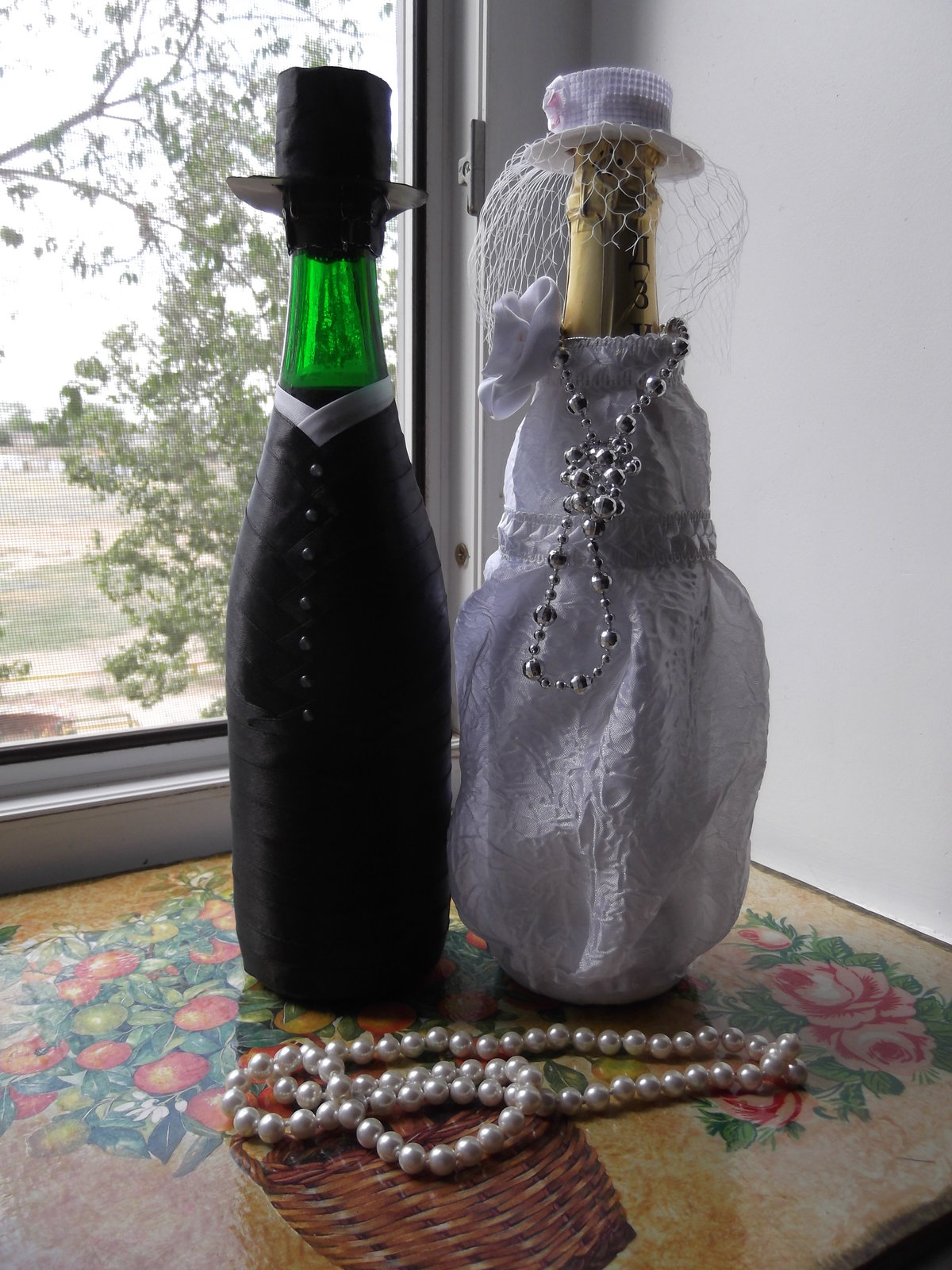 Подарок подруге своими руками, украшаем бутылку вина 71