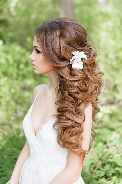 Прическа на свадьбу на длинные волосы с челкой