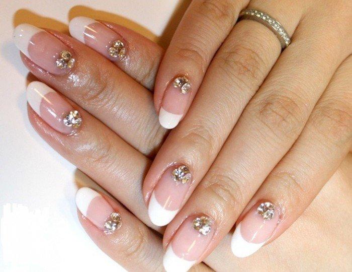 Стразы на ногтях френч