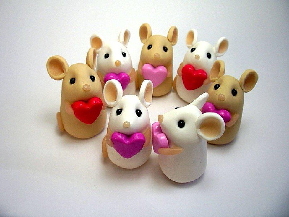 Как сделать из глины маленькие сердечки