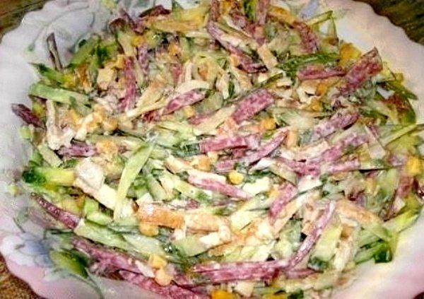 Салаты с копченой колбасой с