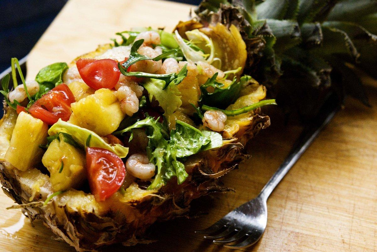 Рецепт салата с ананасом и креветками с