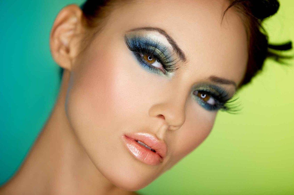 Красивое фото вечернего макияжа
