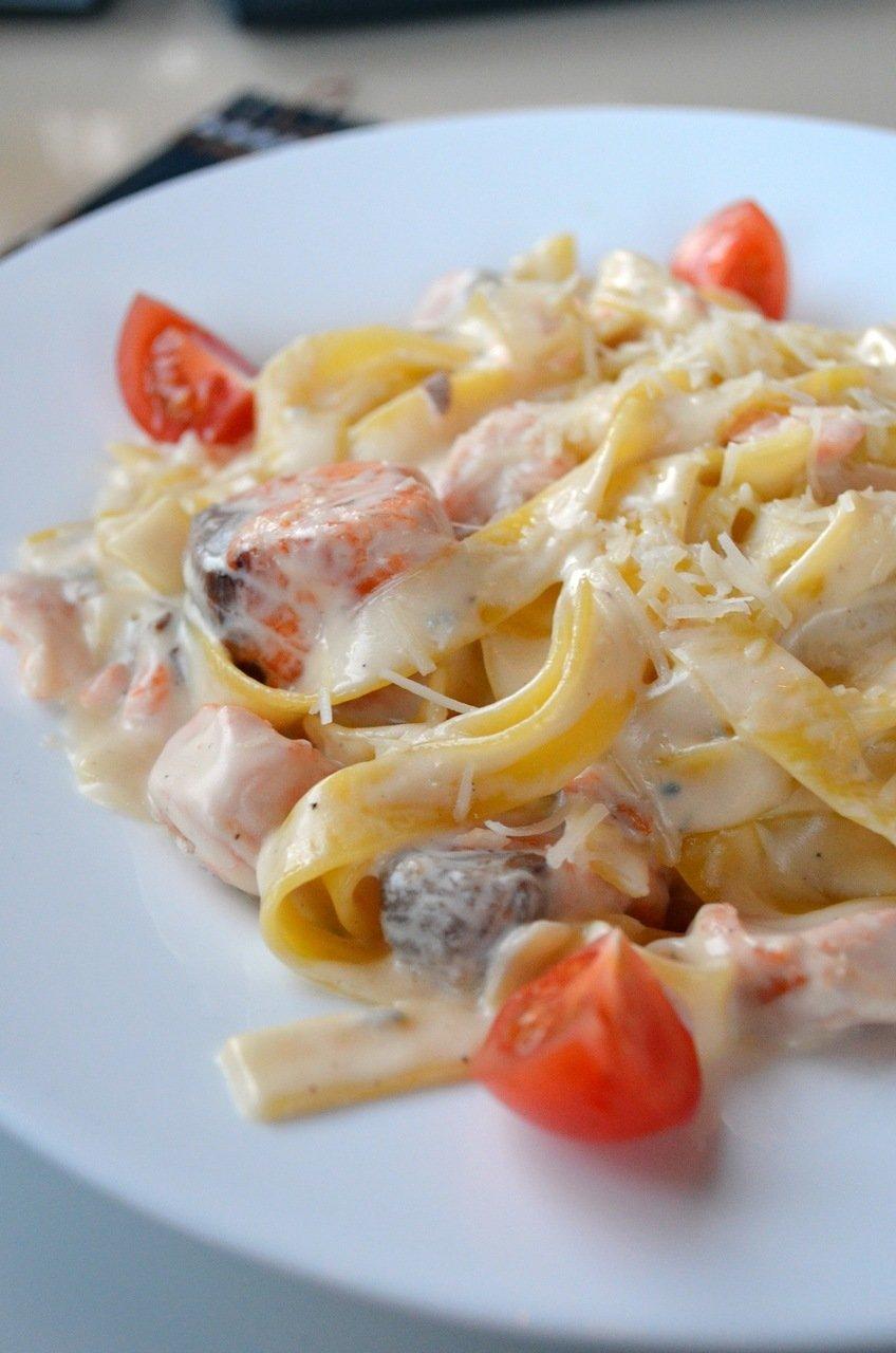 Паста с сёмгой в сливочном соусе - рецепт - Мамина печка 4