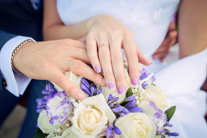 Сиреневый маникюр на свадьбу
