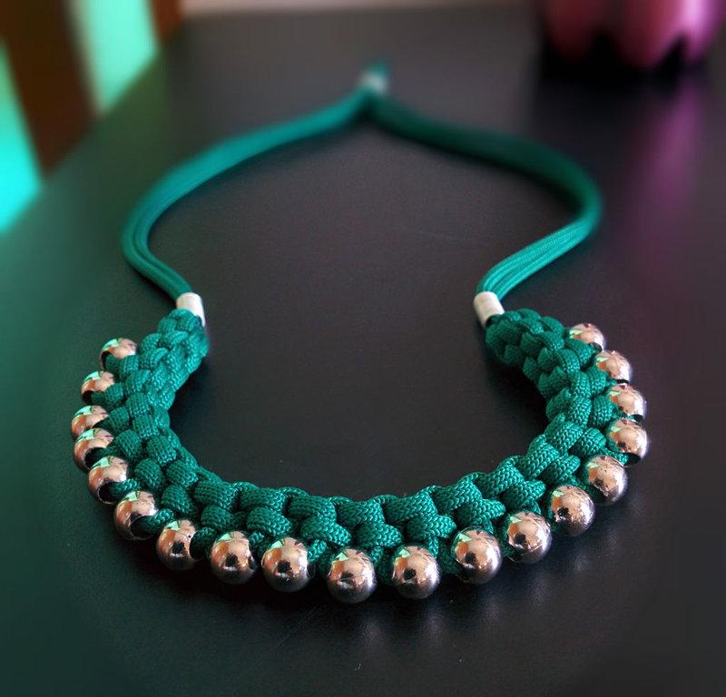 Ожерелье из шнура