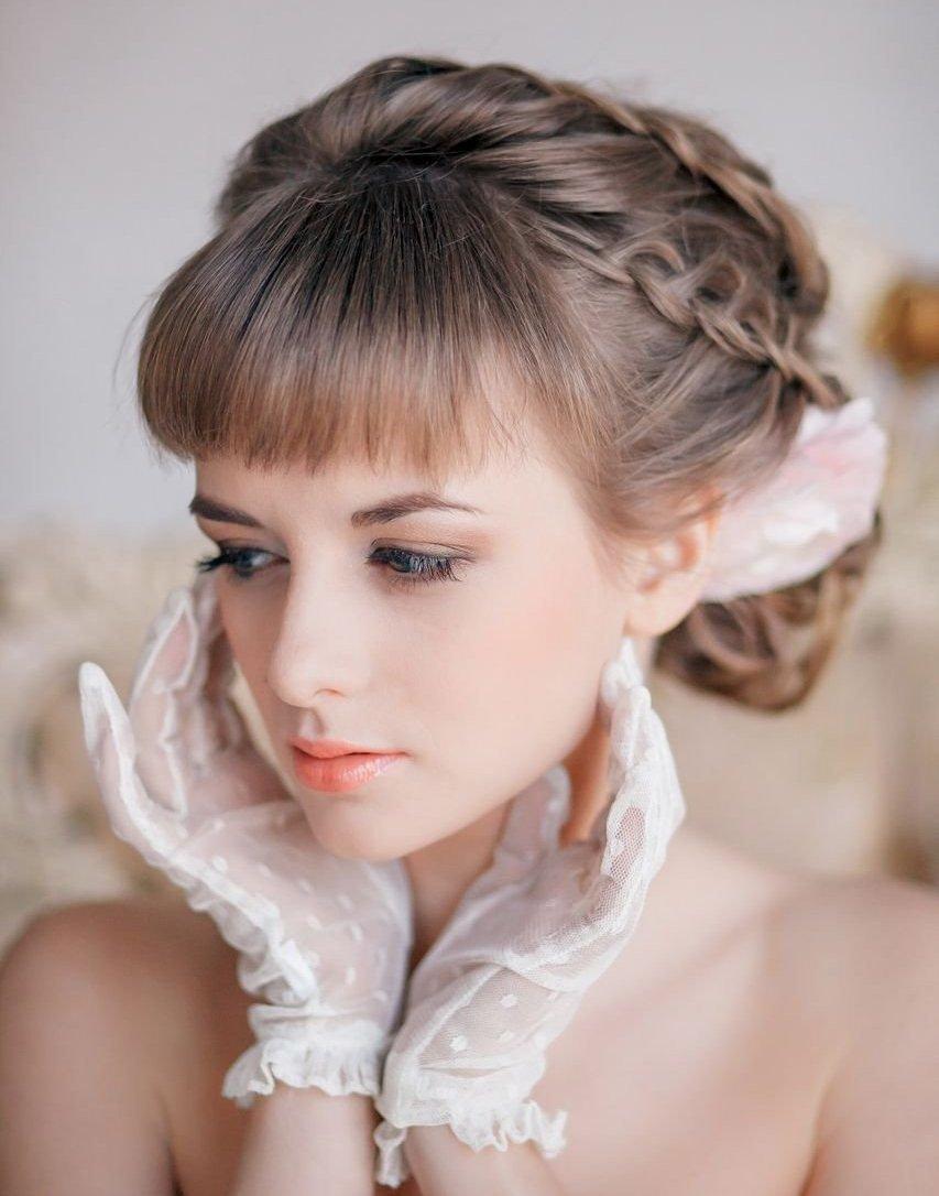 Модные прически на свадьбу с челкой