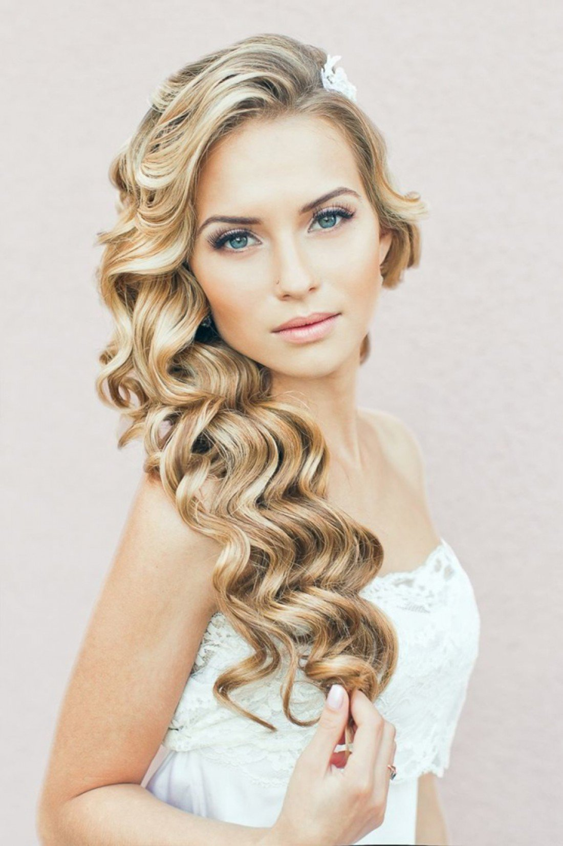 Свадебная прическа с кудрями на средние волосы фото