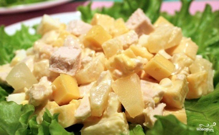 Салат курица с ананасом и грибами классический