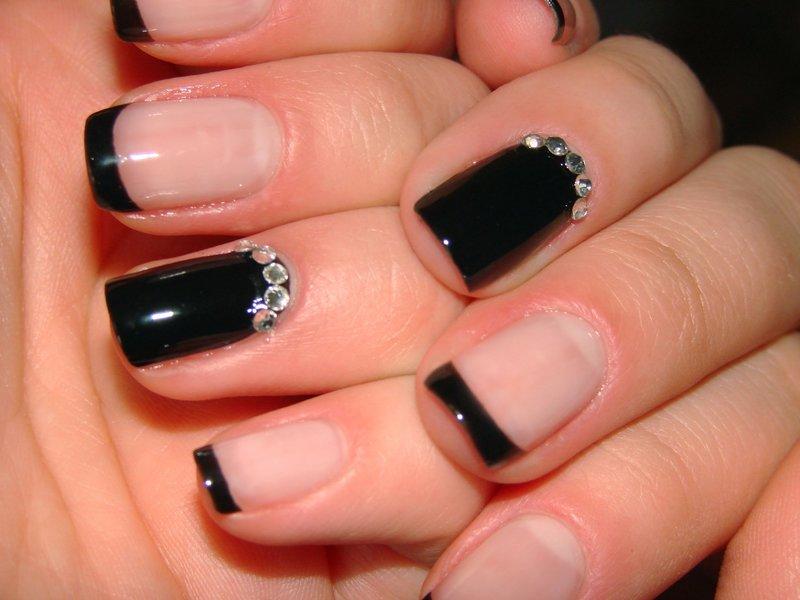 Черный френч для коротких ногтей