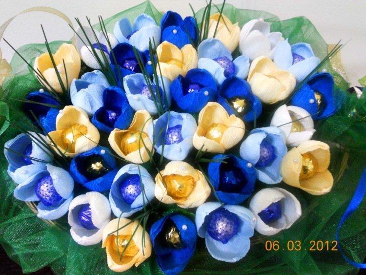 Цветы синие из гофрированной бумаги