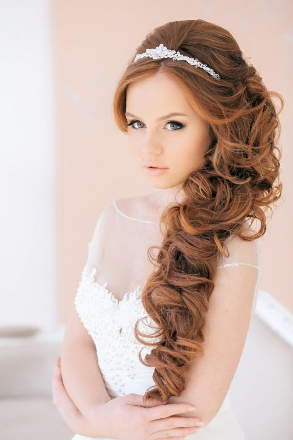 Причёски на бок для невесты