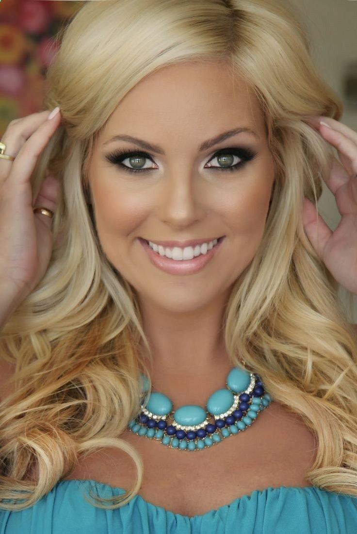Макияж к синему платью для блондинки с зелеными глазами фото