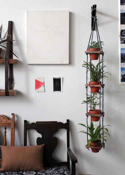 Как сделать полку для цветов на стену из досок