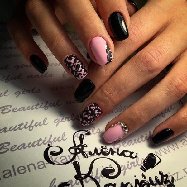 Ногти дизайн розовый с черным